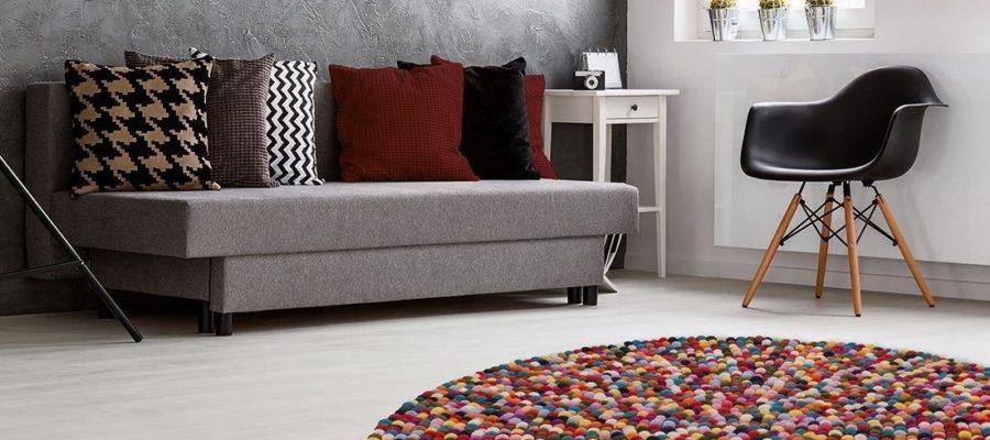 Okrągły dywan w salonie
